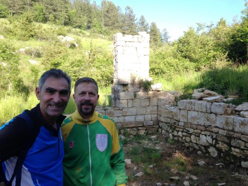 I soci Mario Cappelletti e Giampaolo Biagi durante la scoperta dell'ospedale di S. Jacopo